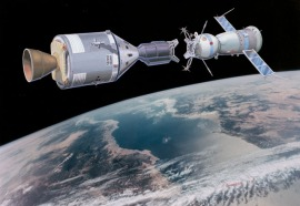 S73-02395 (August 1973) --- An artist's concept illustrating an Apollo-type spacecraft (on left) about to dock with a Soviet Soyuz-type spacecraft. A recent agreement between the United States and the Union of Soviet Socialist Republics provides for the docking in space of the Soyuz and Apollo-type spacecraft in Earth orbit in 1975. The joint venture is called the Apollo-Soyuz Test Project.